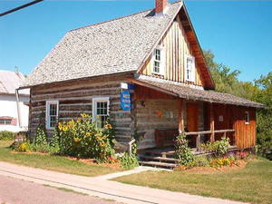 <b>Ross Log House</b><br />Pioneer log home displayed as a period home of the late 1800